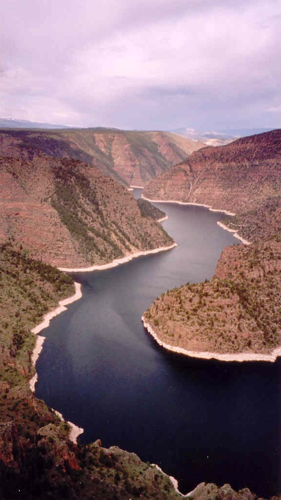 Man drowns in Flaming Gorge after boat capsizes, 2 others